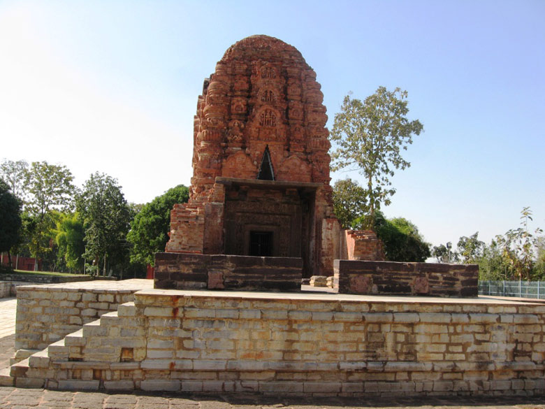 The Laxman Temple here, believed to have been built in the 7 th century, is one of the finest brick temples in India, in good condition. Sheshnaag serves as an umbrella to Lord 
