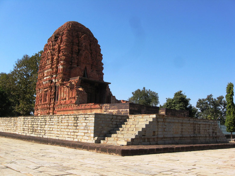 This is the only temple dedicated to Laxman, brother of Lord Ram. It has exquisite carvings and precise construction.