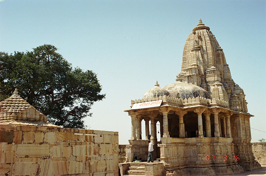 On the south, there is a small shrine called Meera Mandir. In front of this there is a four-pillared chhatri, said to have been built in the memory of her Guru. In front is the Meera mandir, on the left of picture is the chhatri.