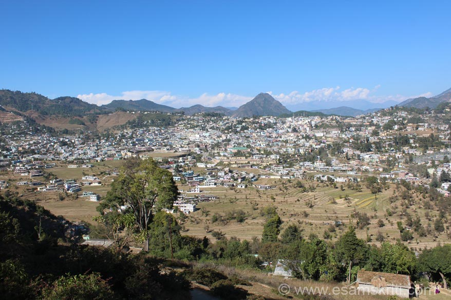 Drove to Pithoragarh from Mayavati Ashram, took about 2 hours. Very scenic drive. Pithoragarh is a big town. It neighbors Tibet in the north and Nepal in the east. Locals said Nepal