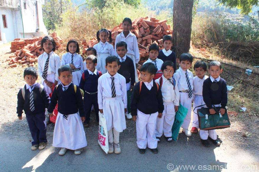 Dunagiri was not on my original schedule but two learned friends, a Pandit and a Swamini strongly recommended that I go. Dunagiri is about a 1.5 to 2 hour drive from Kausani - very scenic.