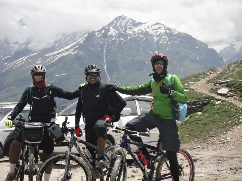 Atop Rohtang - was a very satisfying moment for me. Comfort that my training just may be adequate. From July 13-25, 2012, my friends Harsha, Ashwin and I went on a one way cycling tour from Manali to Khardung La, Leh, India