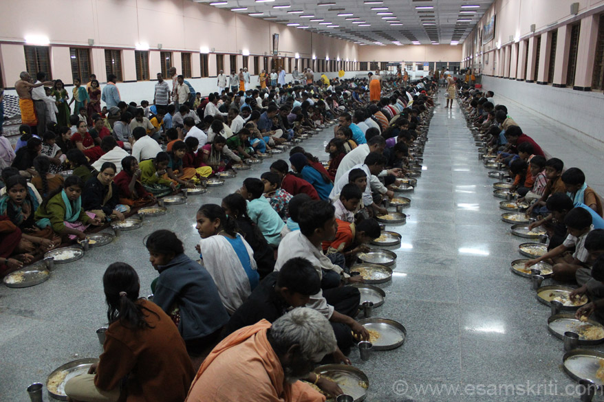 A dear friend told me before the trip to eat food at temple dining halls. The first temple that I visited was Sringeri Math so visited the hall. I was impressed to see a huge hall and 