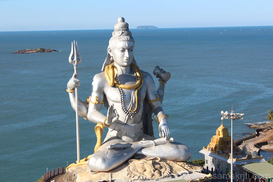 U see a image of Lord Shiva at Murdeshwar in the backdrop of the Arabian Sea. Murdeshwar is about 165kms from Mangalore and has an ancient Murdeshwar Temple. This temple