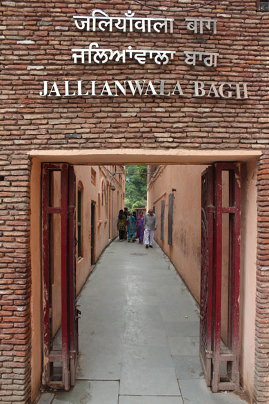 2 minutes before the Golden Temple is Jallianwala Bagh. U see narrow entrance to the bagh.