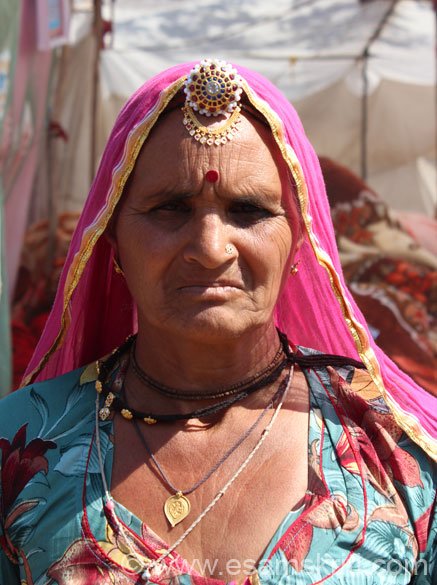In February 2013 did Marwar Yatra. Route was Nagaur, Bikaner, Jaisalmer, Barmer and Jodhpur. This collection shows you people I met in these places. Also includes dances at the  Jaisalmer Desert Festival, pics of camels/peacocks and local products like textiles, furniture and dhurries. Met this lady at Nagaur Cattle Fair. Ornament she is wearing in centre of  forehead is called Rakhdi. In the neck she is wearing a Kanthi.
