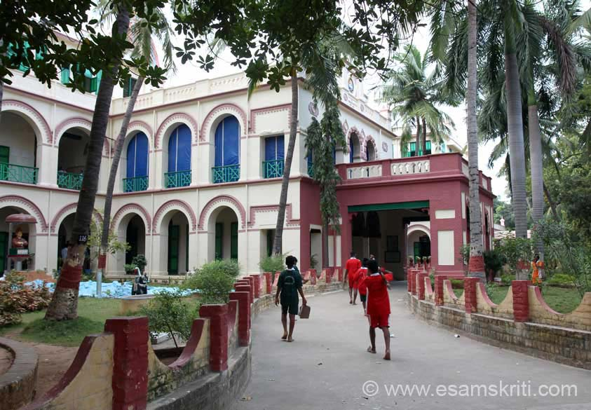 At the beginning of my Tamil Nadu Temple Yatra, had gone to Ramakrishna Mission Mylapore, Chennai where I got to know about the Ramakrishna Mission Student Home ie a 10 minute drive from RKM.