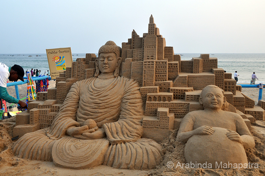 The International Sand Art Festival 2015 was held at Chandrabagha beach, Konarak in Orissa from December 1-5. The theme of this festival was Swach Bharat and World Peace.  Besides Orissa, the festival attracted artist from the U.S., Canada, Spain and Columbia. Captions written by Editor. This work is dedicated to World Peace, artist Jitendra Moharana.