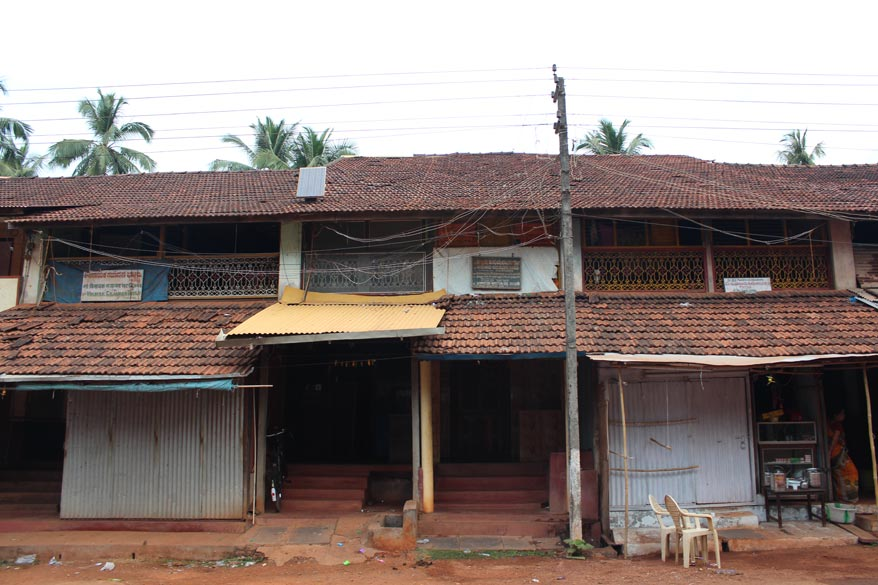 Most houses in Gokarna have thatched roofs like these. It lends a old world charm to the place - less of concrete and steel structures. Hope it remains that way. This is the house of 