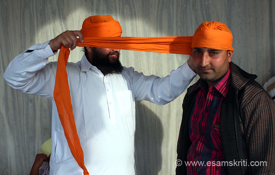 In the Holy Sarovar you see a devotee tying a pagdi to another. It was a like a matter of pride for the person tying .