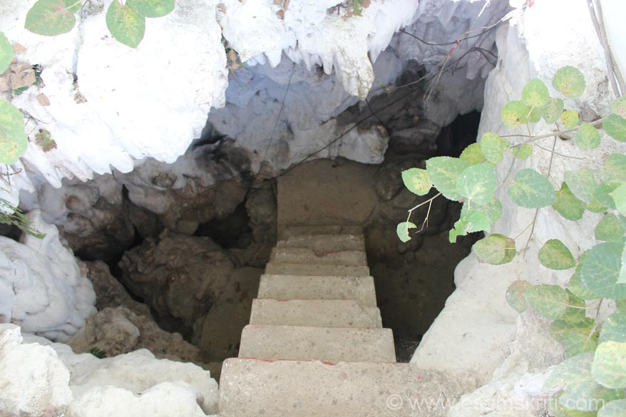 Entrance to cave. U enter cave from right side of pic and come out from left. Earlier Rishis and Swamis meditated here. Today there is only one Swami who lives here. There was no