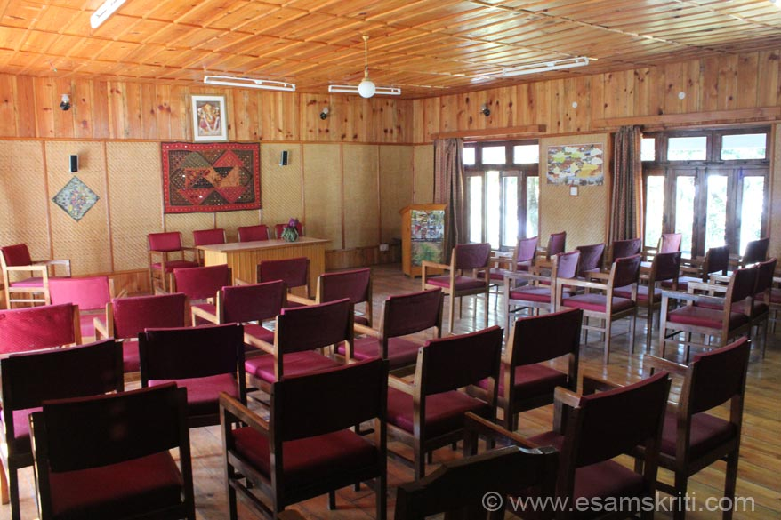 In order to attract corporates they have this Conference Hall. If u are looking for a quiet place to brainstorm this is a lovely. They have audio visual aids and can accommodate up to 50 people.