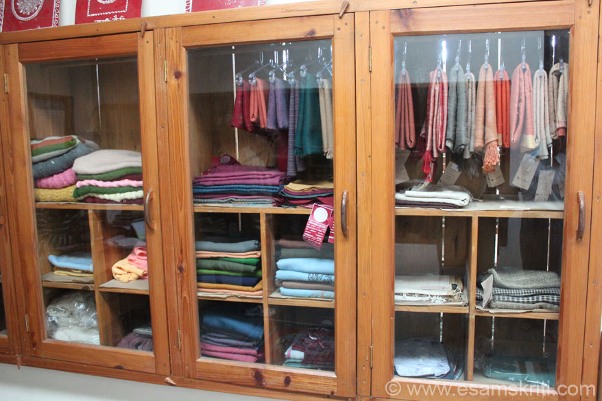 Within the same complex AAROHI has a shop which sells woollen hand knitt products, soaps, herbs, oils etc. U see woollen products for e.g. shawls, pullovers, jackets etc.