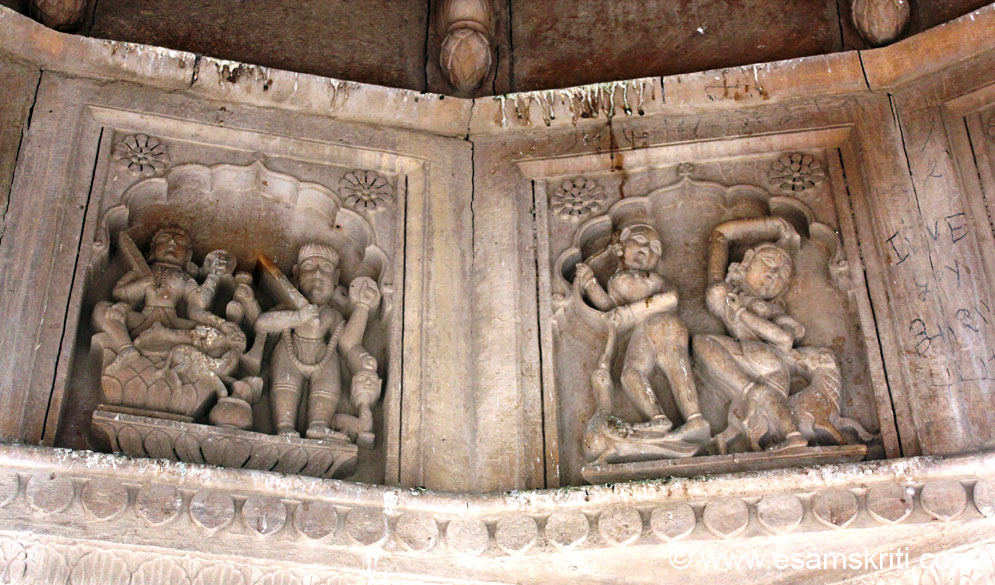 Sculptures inside the Chhattri.