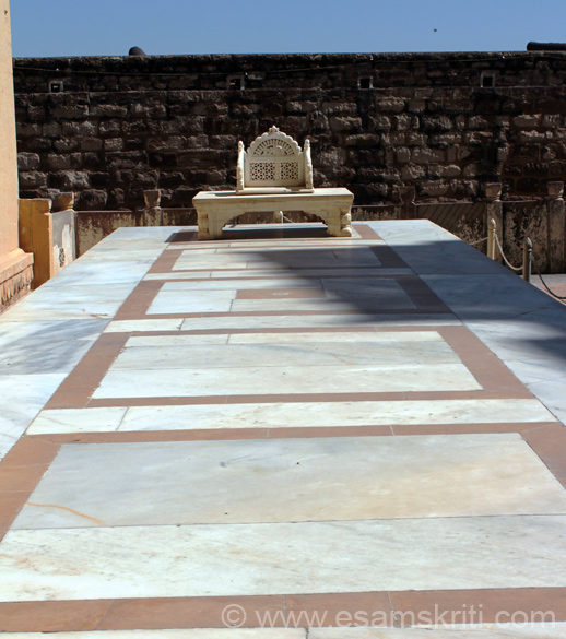 We now enter the palace area. First is Shringar Chowk or Anointment Courtyard that you see. The proceedings included the anointment of new Rulers for which the marble throne that