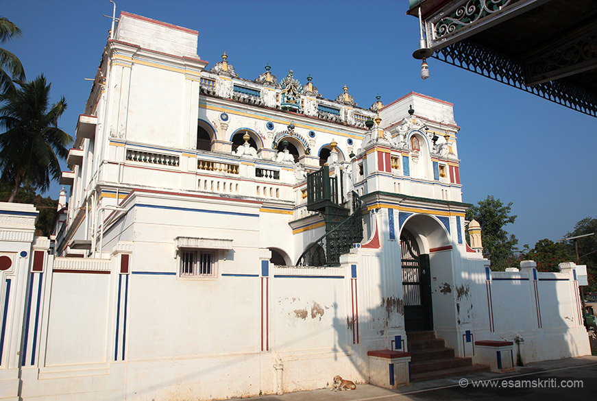 Opposite the Chettinad Palace is a relatively modest home of their cousin A C Muthiah, said locals.