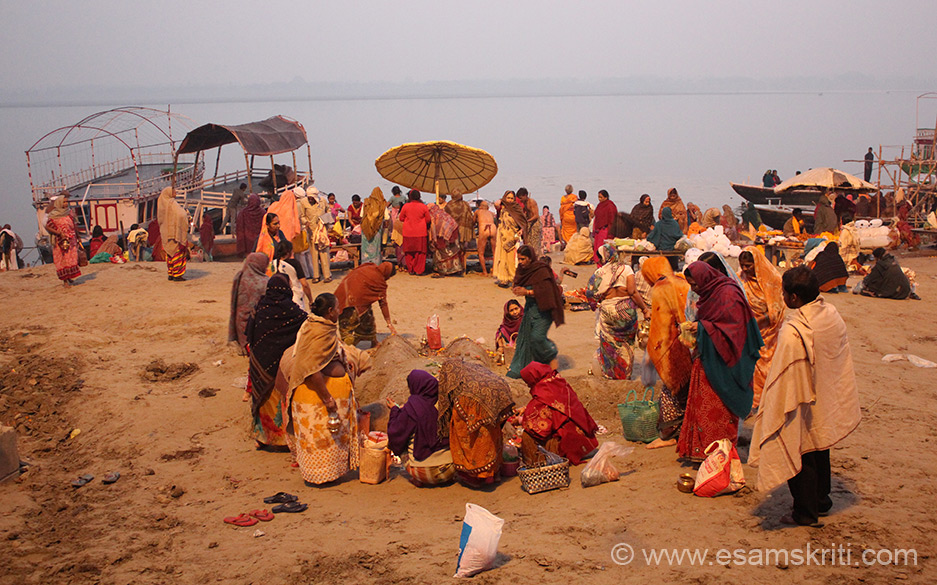 A view of the ghat that you saw earlier but it is dawn. Ladies worshipping Bhishma Pithama in centre of pic.