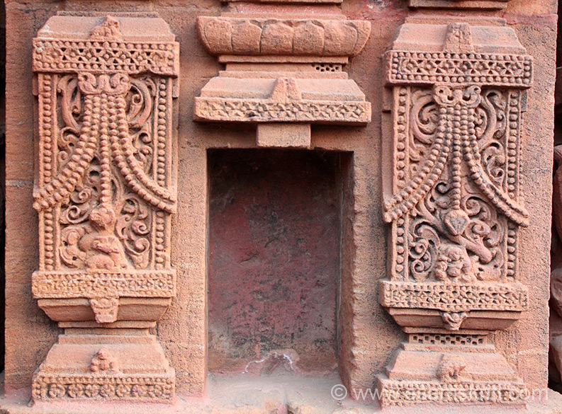 In pic 6 showed temple below which is space for image. Close up of that space for you to see the intricate decorative design.