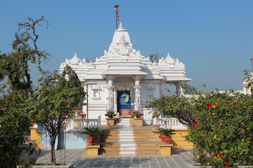 This is a Jain temple on the way to Suraj Kund. The Indian system of 9 planets was adopted in China and the translation of a Sanskrit astro-nomical work, Navagraha-siddhanta, is still found in