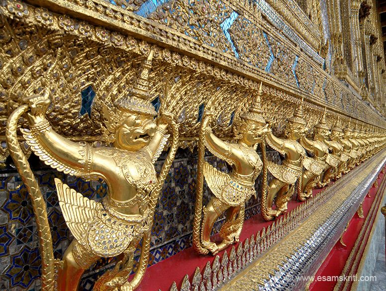 The exterior wall of the Emerald Buddha shrine had these images of Garuda, the vehicle of Lord Vishnu. You see dead snakes in the hands of Garuda. To know why dead snakes please read the `Puranic Encyclopedia.