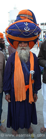 This elder Sardar was amongst the most popular persons during Hola Mohalla. He had the second biggest turban. Wonder how he managed to tie this and balance heavy weight on an aging slender frame. Best part he was unfazed by all the attention he got.