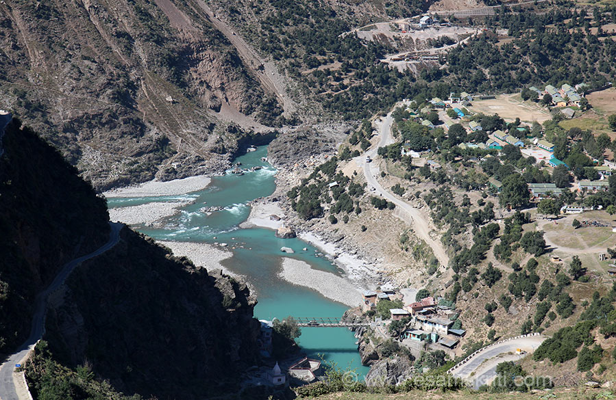 Road on right of pic is where we came from. Right you see river Chenab flowing and from below is Paddar river. Where they join is Sangam name being Bhandarkut Sangam. The name for river Chenab in the Rig Veda is ASIKNI. Locals believe that some Rig Vedic verses were composed here.