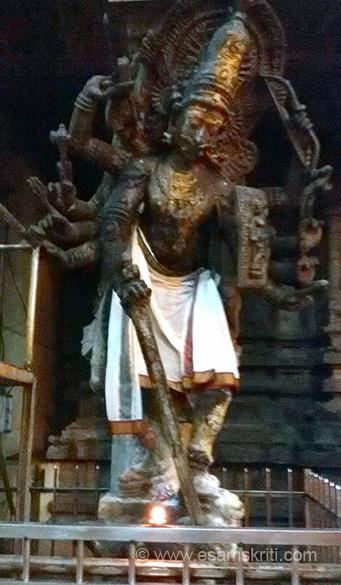 AGORA Veerabadrar or VEERABHADRA image. Also seen in Vishwanath Mandir in Kashi ie Varanasi and Tenkazi.