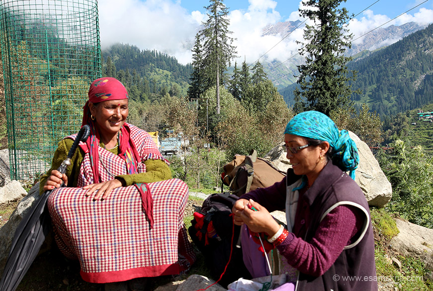 Again in Solang Valley - knitting is a favourite pass time.