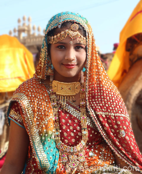 Next stop was Jaisalmer for Desert Festival. It starts with a Shobha Yatra from the Fort Gate. U see men in traditional dress with ornaments and girls dressed in local attire with lots of   jewellery as you see in this picture, do observe carefully.