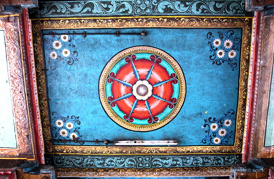 "Ceilings painted as you see. ""Mantra for Mars - Aum namo hanumate hung Aum."" For more info on temple <a href=""http://kumbakonam-temples.blogspot.in/2009/05/seevai-navagraha-temples.html