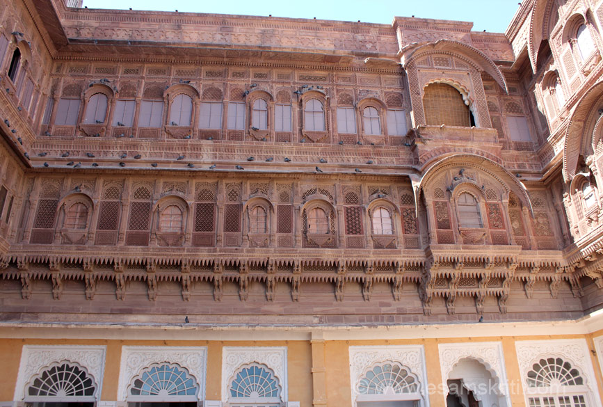 This is a pic of the upper storeys with perforated screen thru which women observed the proceedings of Shringar Chowk. There are many guides available at fort entrance. I used