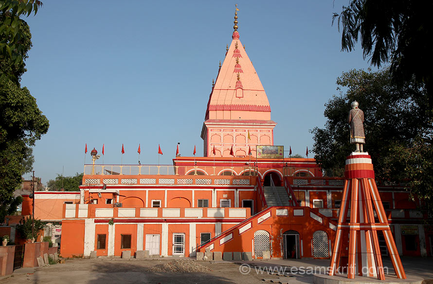 Shri Ranbireshwar Mandir is named after its founder Maharaja Ranbir Singh. Construction was started in 1863 and completed in 1878. The temple houses a huge sphatic Shivling measuring 7 and a half feet in height surrounded by ten two feet high crystals lingas and galleries with 1.25 lakhs tiny Shivlings from the river Narmada. Very clean and serene. Loved the place. Very good vibrations.