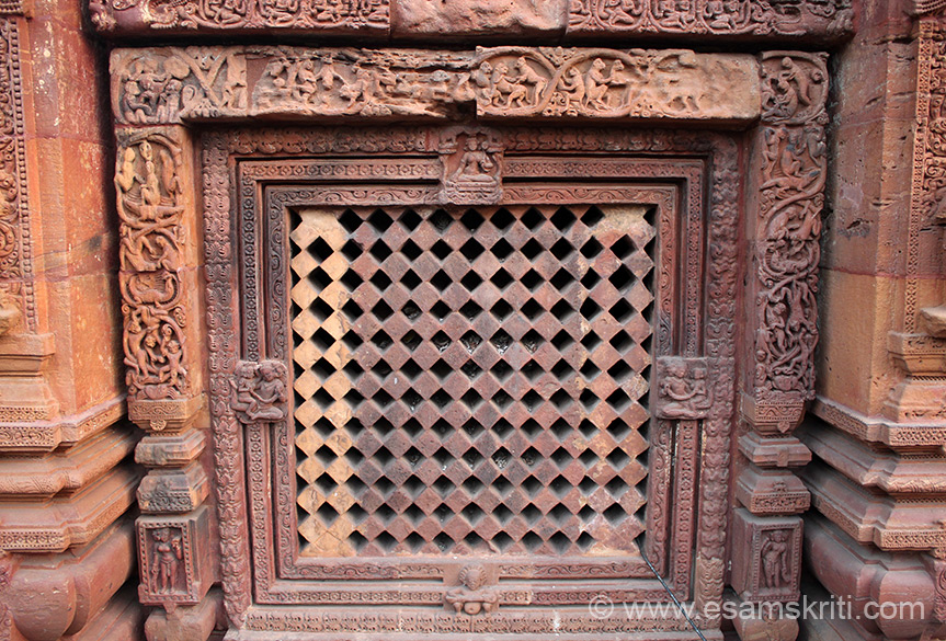 The diamond shaped latticed window in the centre of jagamohana. All around frame are humorous scenes from monkey life that are imbibed from the Panchatantra tales.
