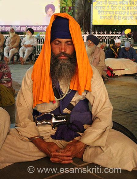 A devotee meditating at Keshgarh Sahib.