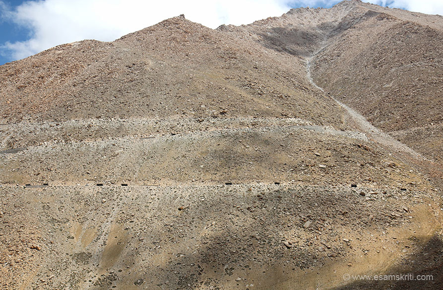 U see some vehicles in centre of mountain ie the road up to Changla Pass. Can only admire Border Roads Organization - how did they make these roads. Appreciate.