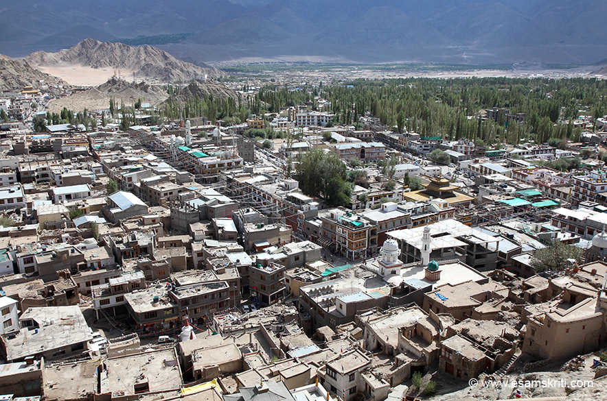 Main market in centre of pic. Right of pic is a recently rebuilt mosque i.e. atleast 250 years. Do not remember full details but as part of a settlement between Ladakh ruler and a Mughal king
