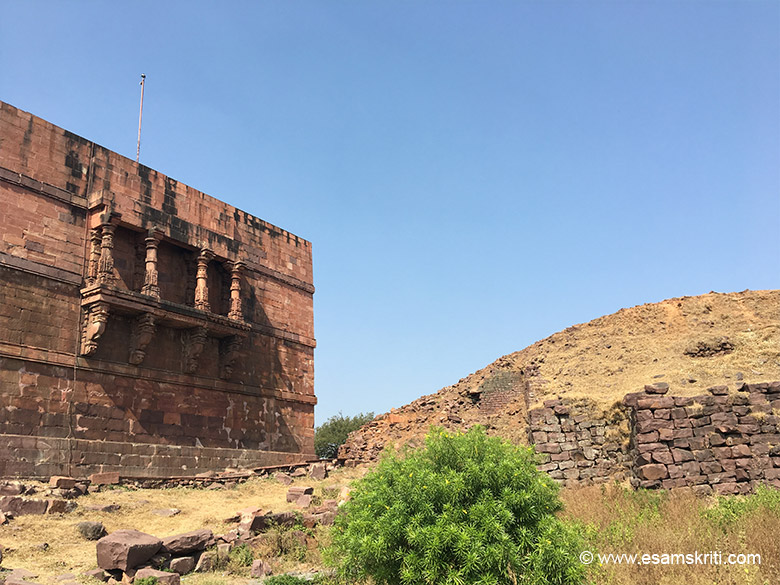 The ramp behind the Bhojpur temple, built to transport huge stone blocks to the tops.