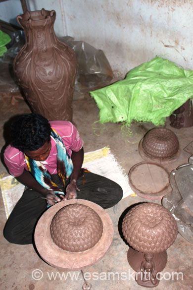 U see a fully decorated jar in pic. In front u see a lampshade being made. The forms created and passed on from generation to generation are the result of merging many needs i.e. socio-