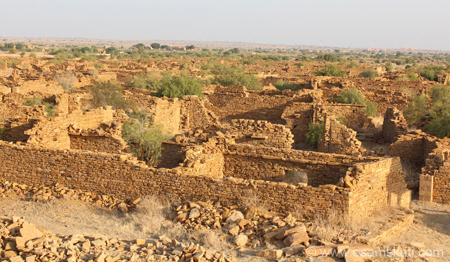 Enroute to Sam Dunes are Kuldhara and Khabha. It is a medieval desert village of the Paliwal community. 84 villages were abandoned Paliwal Brahmins of which the 2 most prominent