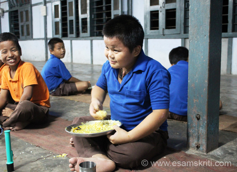 Presenting pics in the schedule of travel. At VKV Roing saw this child enjoying dinner, loved the look on his face. School started in 1977, affiliated to C.B.S.E. and has app 750 students in 1-12th classes. App 140 boys live in hostel. Since Roing is a big town need for hostels is less.