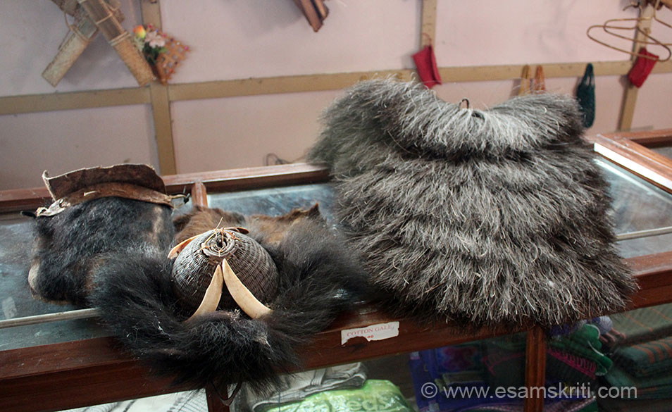 U see what is used by men who went into forest. Centre is head gear called BOLUP, right is to cover back-has a very thick protective layer called LARA and extreme left is pouch called HOKAP.
