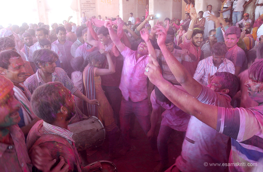 Colors changed the look but the dancing spirit very much alive. There are guys playing dholak all around. First thought paid for by temple, then realized they play and devotees give them what they like.