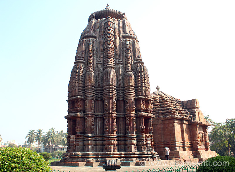 A view of the temple from the southern site. Temple sphire is 18 metres high. Note plinth at lower level, sculptures followed by miniature Rekha temples.
