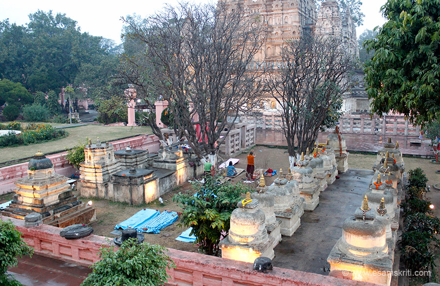 Stupas made by emperor Asoka. They contain relics of Buddhist monks. Temple complex is very well maintained and clean.