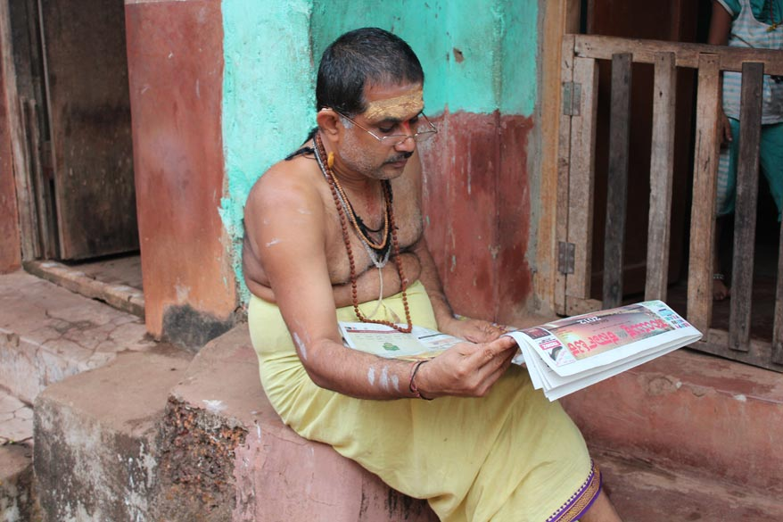 Next few pics are of local people. U see a person reading the morning newspaper.