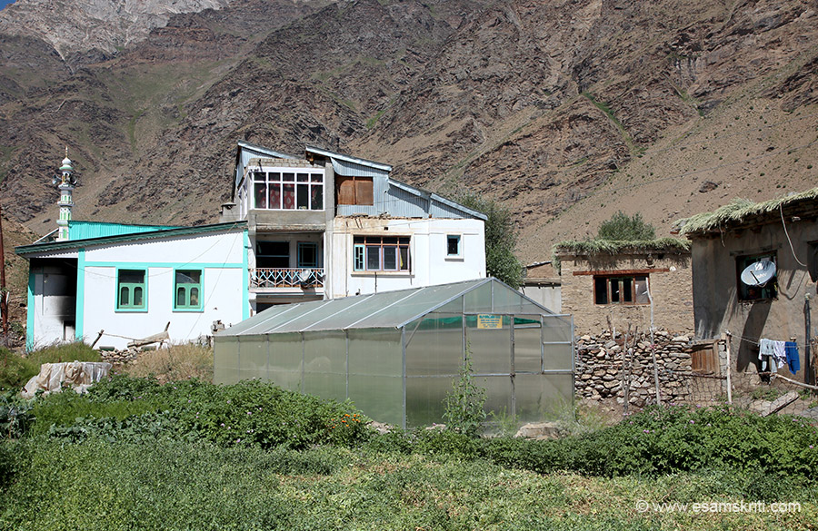 Green House in centre of pic. Clean village, few people. Had a decent healthcare hospital.