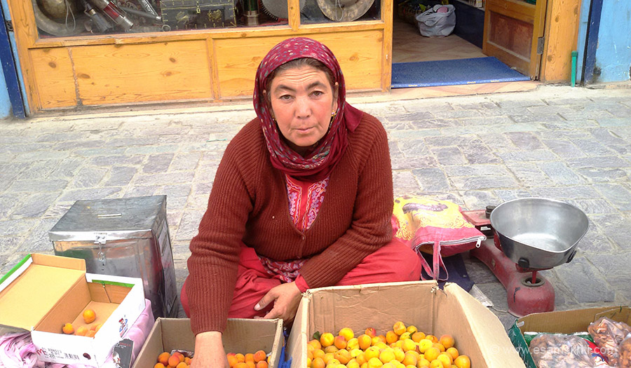 Lady selling fruits in main market.