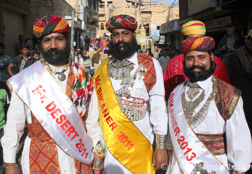 As part of the procession are men in local dress and ornaments. The festival has a Mr Desert competition. Left to right u see Mr Desert 2011, Mr Bikaner 2011 and Mr Bikaner 2013. Their beard ka style is quite different from what we see in other parts of the country, loved it.