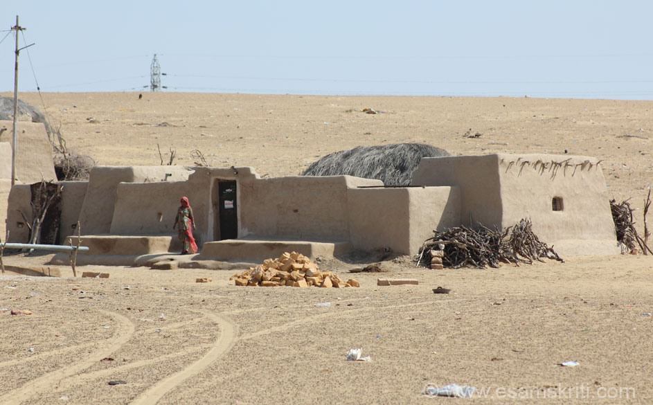 A typical village home somewhere enroute. Reminded me of a Sunil Dutt movie, Resham aur Shera. Released in early 1970``s it was shot in the desert.
