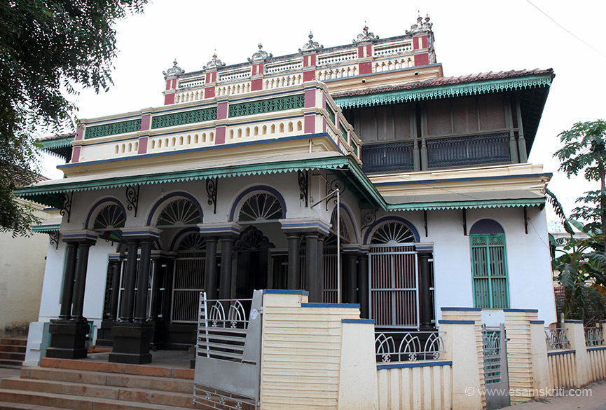 MSMM House owned by the Meyyappan family. The actual entrance you will see later, this is a modern day entrance. From here we went to Kanadukathan village to see Chettinad Mansion, met manager of Hotel Visalam for permission to shoot pics and saw Ramaswamy Palace by night-wow.